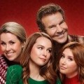 "Familien-Sitcom ""Merry Happy Whatever"" mit Dennis Quaid startet im November – ""Undateable""-Pärchen macht Patriarchem Stress – Bild: Netflix"