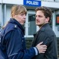"""""""Meuchelbeck"""" is back: Drehstart zur zweiten Staffel – Schwarzhumorige WDR-Miniserie wird fortgesetzt – Bild: WDR/Ziegler Film/Frank Dicks"""