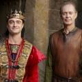"""""""Miracle Workers"""" für dritte Staffel verlängert – Daniel Radcliffe und Steve Buscemi wechseln einmal mehr die Epoche – Bild: TBS"""