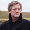 """""""Mord auf Shetland"""": Das Erste zeigt neue Staffel – Ein vermisster Krankenpfleger und Partydrogen beschäftigen Jimmy Perez – Bild: ARD Degeto/ITV Studios/BBC Scotland/Neil Davidson"""