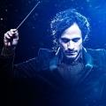 """Amazon verlängert """"Mozart in the Jungle"""" für zweite Staffel – Orchester-Comedy kehrt Anfang 2016 zurück – Bild: Amazon Studios"""