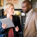 """TNT beendet """"Murder in the First"""" nach der dritten Staffel – Terry English und Hildy Mulligan haben ihren letzten Fall gelöst – Bild: TNT"""