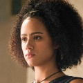 """Four Weddings and a Funeral"": Nathalie Emmanuel (""Game of Thrones"") mit Hauptrolle, Andie MacDowell dabei – Cast für Miniserie steht – Bild: HBO"