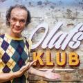 """""""Olafs Klub"""": Zweite Staffel von Olaf Schuberts Comedyshow startet noch im Juli – """"Lachen bis die Milchstraße sauer wird"""" im MDR – © MDR/Enrico Meyer"""