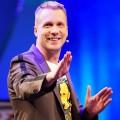 """[UPDATE] Oliver Pocher macht neue Late-Night-Show mit Ehefrau Amira – """"Pocher – gefährlich ehrlich"""" startet in zwei Wochen bei RTL – Bild: TVNOW/Stefan Gregorowius"""