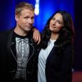"""RTL setzt """"Pocher""""-Late-Night fort und bleibt """"gefährlich ehrlich"""" – Oliver und Amira Pocher bleiben bis Dezember auf Sendung – © TVNOW/Stefan Gregorowuis"""
