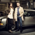 """Private Eyes"": Staffel vier startet im November, Staffel fünf in Produktion – Erica Durance und Aaron Ashmore mit Gastauftritten – Bild: Global"