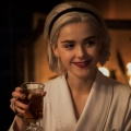 """""""Chilling Adventures of Sabrina"""": Darum geht es in der Weihnachtsfolge – Die Kirche der Nacht feiert die Wintersonnenwende – Bild: Netflix"""