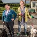 """""""Puppy Love"""" startet bei BBC Four noch im November – Comedyserie über Freundinnen, Hunde und Familien – © BBC"""