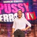 """Interview mit Carolin Kebekus: """"Früher war ich die, die dauernd nur Asis spielt."""" – Über den """"Deutschen Comedypreis"""", """"PussyTerror TV"""" und die Anfänge ihrer Karriere – von Glenn Riedmeier"""