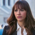 """""""Angie Tribeca"""": Vierte Staffel kurzfristig als Marathon-Programmierung angekündigt – TBS bringt Angie 20 Jahre in die Zukunft – Bild: TBS"""