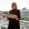 """""""Lobbyistin"""": Neue ZDFneo-Dramaserie startet Mitte November – Ex-Politikerin wechselt die Seiten und gerät in ein Netz aus Korruption – © ZDF/Christoph Assmann"""