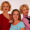 """Sabrina – Total verhext!""-Cast grüßt ""Chilling Adventures""-Cast – Netflix-Neuinterpretation erhält Segen der Sitcom-Veteranen – Bild: ABC"