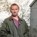 """ZDFneo zeigt """"Safe House"""" im Februar – Britische Krimiserie mit Christopher Eccleston – © Eleventh Hour Films / ITV"""