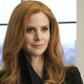 """""""Suits""""-Darstellerin Sarah Rafferty besucht """"Grey's Anatomy"""" – Patientin mit rätselhaften Beschwerden bleibt für mehrere Episoden – Bild: USA Network"""