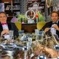 """[UPDATE] """"SchleFaZ""""-Sommer mit Außerirdischen, Dirndljagd und notgeilem Satan – Nächste Trashfilm-Runde mit Kalkofe und Rütten – Bild: Tele 5"""