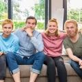 """RTL zeigt neue Sketchcomedy """"Schmitz & Family"""" ab Ende Januar – Format über alles schmerzhaft Komische aus dem Familienleben – Bild: MG RTL D / Bernd-Michael Maurer"""