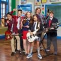"""Comedyserie """"School of Rock"""" startet bei Nickelodeon – Aushilfsmusiklehrer formt aus Schülern eine Band – © Michael Elins/Nickelodeon"""