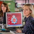 "ITV bestellt dreiteiliges Special zur erfolgreichen Krimiserie ""Scott & Bailey"" – Janet Scott (Lesley Sharp) und Rachel Bailey (Suranne Jones) jagen Mörder im Internet – Bild: ITV"