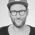 """Simon Beeck wird neuer """"Dinner Party""""-Moderator in Sat.1 – Musiktalk mit Samy Deluxe und Wolfgang Niedecken – Bild: WDR"""