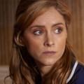 """Sophie Rundle (""""Bodyguard"""") und Martin Compston (""""Line of Duty"""") in BBC-Drama """"The Nest"""" – Ehepaar ringt um Liebe, Geld und käufliche Träume – © Netflix/BBC One"""