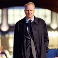 """""""River"""": arte zeigt eindringliches britische Crime-Drama mit Stellan Skarsgård – Polizist zwischen den Welten der Lebenden und der Toten"""