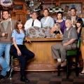 """TBS beendet """"Sullivan and Son"""" nach der dritten Staffel – Dritte Serienabsetzung unter neuem Programmverantwortlichen – Bild: TBS"""