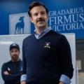"""""""Ted Lasso"""": Neue Comedyserie mit Jason Sudeikis auf Apple TV+ – Comedystar wird neuer Trainer für Londoner Fußballclub – © Apple TV+"""