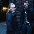 """Joel Kinnaman und Mireille Enos für Amazons """"Wer ist Hanna?""""-Adaption wiedervereint – Ehemalige """"The Killing""""-Co-Stars stehen diesmal auf gegnerischen Seiten – Bild: AMC"""