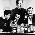 """Schwarzweiße Weihnachten mit den """"Munsters"""", """"Sherlock Holmes"""" und Edgar Wallace – Eventprogrammierung bei Nitro auch in diesem Jahr – Bild: RTL/Universal Studios"""