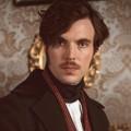 """""""A Discovery of Witches"""": Tom Hughes (""""Victoria"""") in Staffel zwei – Darsteller für historische Figur verpflichtet – Bild: ITV"""