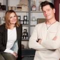 """""""Unter uns"""": Charaktere der ersten Stunde kehren nach 23 Jahren zurück – Wiedersehen mit Chris und Corinna Weigel – © TVNOW/Stefan Behrens"""