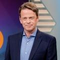 """""""Vorsicht, Falle!"""" kehrt Anfang 2021 im ZDF zurück – Rudi Cerne warnt in neuen Ausgaben vor Betrugsmaschen – Bild: ZDF/Nadine Rupp"""