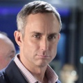 """Casting Ticker: Wallace Langham (""""CSI"""") besucht """"Castle"""" – Mamie Gummer (""""Emily Owens"""") wird sexy Spion in """"Manhattan"""" – Bild: CBS"""
