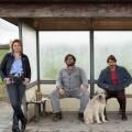 """""""Warten auf'n Bus"""": rbb bestellt zweite Staffel – Serie mit Ronald Zehrfeld und Felix Kramer demnächst auch bei Netflix – Bild: rbb/Frédéric Batier"""