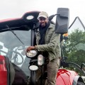 """""""Rote Rosen"""": Yared Dibaba wird zu Bauer Petersen – Gastauftritt in der ARD-Telenovela – Bild: ARD/Nicole Manthey"""