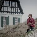 """Netflix enthüllt """"Zeit der Geheimnisse"""" als deutsche Eigenproduktion – Corinna Harfouch und Christiane Paul in Geschichte über vier Frauen – Bild: Nik Konietzny/Netflix"""