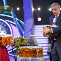 """Quoten: Oktoberfest-Special von """"Wer wird Millionär?"""" siegt in beiden Zielgruppen – Mauer Start für """"Team 13 – Freundschaft zählt"""" bei RTL II, Sat.1 mit Serien-Problemen – Bild: MG RTL D/Stefan Gregorowius"""