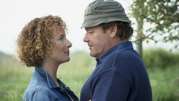 Hielt leider nicht für immer: Dr. Ulrich Teschner (Walter Plathe) und seine Jutta (Karina Thayenthal)