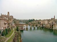 Die rosarote Stadt Albi erhebt sich über den Fluß Tarn und gilt als kleine Schwester der Stadt Toulouse. – © ARTE France