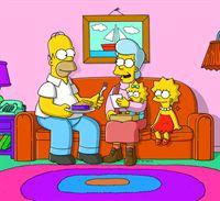 Die Simpsons stellen erschreckend fest, dass jemand in ihr Haus eingebrochen hat. Tatsächlich hat sich nur Homers (l.) Mutter Mona (2.v.l.), die jahrelang verschollen war, ins Haus geschlichen, die überraschend verkündet, von nun an für ihren Sohn und seine Familie da zu sein ... – Bild: und TM Twentieth Century Fox Film Corporation - Alle Rechte vorbehalten