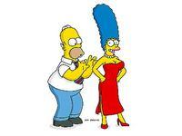 """""""Die Simpsons"""", """"Marge - oben ohne."""" Marge plant eine Schönheitsoperation und möchte sich die überschüssigen Fettpölsterchen absaugen lassen. Aufgrund einer Verwechslung setzt ihr der Schönheitschirurg aber Brustimplantate ein. Plötzlich verhält sich jedermann höchst zuvorkommend ihr gegenüber. Schließlich wird ihr sogar ein Job als Model angeboten. – Bild: ORF eins"""