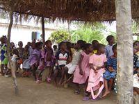 Bei der Pastorenfamilie Akorli in Ghana (Staffel 1, Folge 6) – Bild: Puls 4