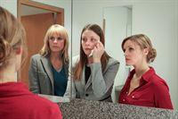 v.l.n.r.: Ina Zimmermann (Melanie Marschke), Karla Becker (Alma Leiberg), Leni Maybach (Caroline Scholze) – © ZDF und Uwe Frauendorf