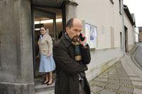 """Schon bald erkennt Bernd Stromberg (Christoph Maria Herbst), dass """"aus Mettwurst kein Marzipan"""" zu machen ist - und reist mal wieder ins Großstadtbüro zu seinen Ex-Kollegen. Allerdings wird ihm da der schwer depressive Ernie aufgehalst ... – Bild: ProSieben"""
