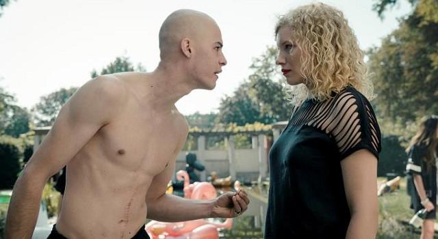 Ben (Krebspatient im Endstadium) hat seinen Wunsch erfüllt bekommen: Die Welt wird mit ihm sterben. Bis dahin will er noch möglichst viel Spaß haben. Nora (Luisa-Céline Gaffron) ist da nicht ganz auf seiner Seite.