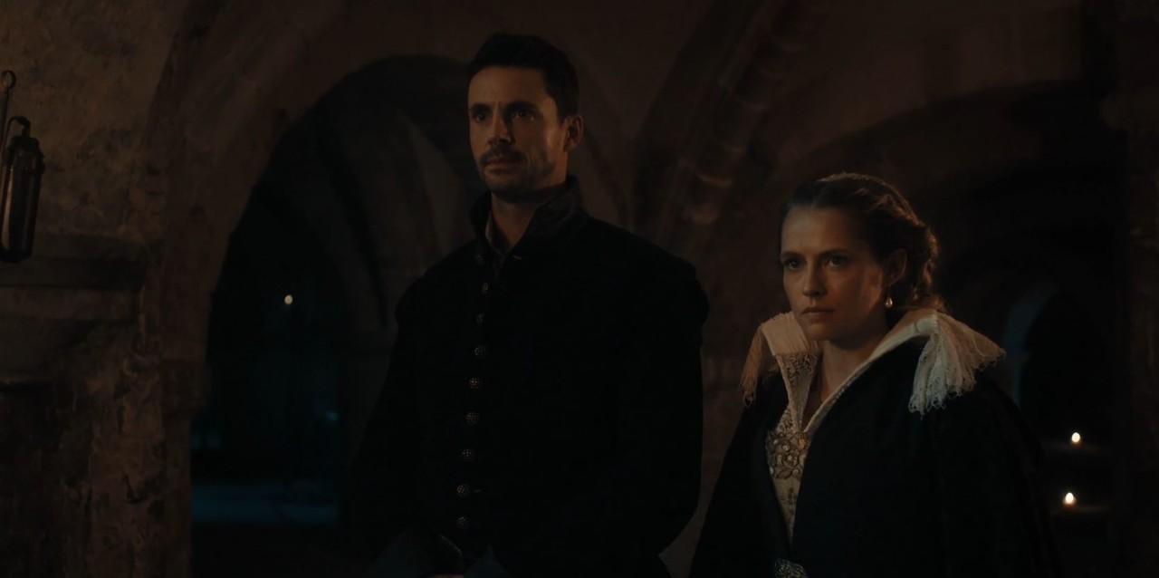 Matthew (Matthew Goode) und Diana (Teresa Palmer) müssen vor dem Vampir-Herrscher Rechenschaft ablegen. Sky One