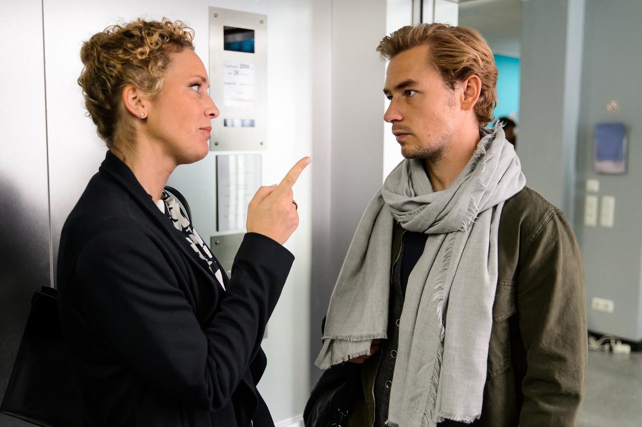 Lukas Hilpert (Niklas Löffler) mit Dr. Helena von Arnstett (Claudia Hiersche) ZDF/Willi Weber
