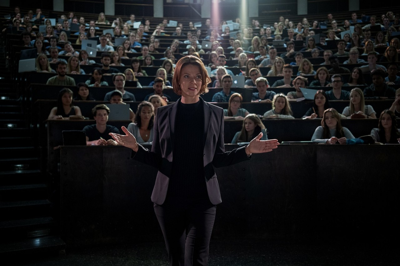 Inszeniert sich selbst: Wissenschaftsstar Tanja Lorenz (Jessica Schwarz) Marco Nagel/Netflix