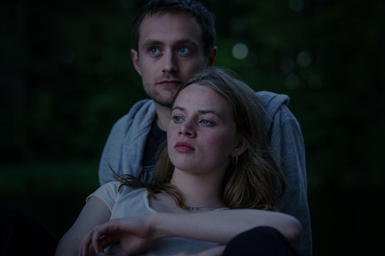 Mia Akerlund (Luna Wedler) versteht es, Jasper (Adrian Julius Tillmann) den Kopf zu verdrehen. Netflix/Marco Nagel